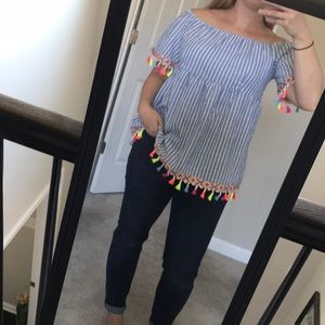 NWT across the shoulder top 🔥